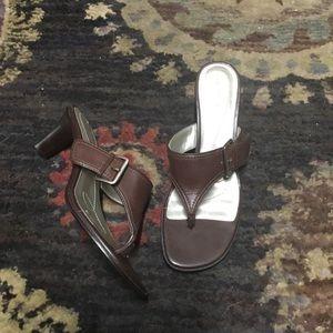 Anne Klein Sandals 6.5 heels brown leather